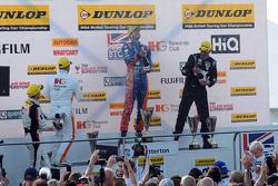 Подіум: переможець гонки Джек Гофф, MG 888 Racing, друге місце Джейсон Плато, Team BMR, третє місце Енді Пріоль, Team IHG Rewards Club