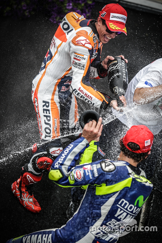 Podium: race winner Marc Marquez, Repsol Honda Team, third place Valentino Rossi, Yamaha Factory Racing