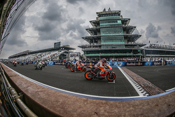 Старт: Марк Маркес, Repsol Honda Team лидирует