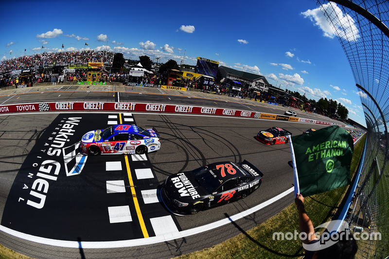 Start: A.J. Allmendinger, JTG Daugherty Racing Chevrolet memimpin