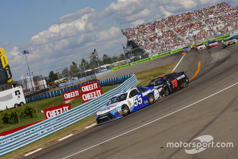 David Ragan, Michael Waltrip Racing Toyota dan Martin Truex Jr., Furniture Row Racing Chevrolet