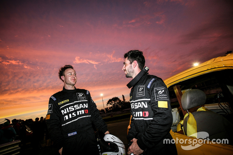 Nissan Micra Stock Car переможці Elliott Schutte та Matthew Simmons