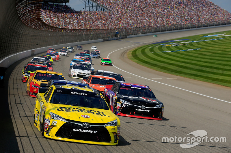 Start: Matt Kenseth, Joe Gibbs Racing Toyota memimpin