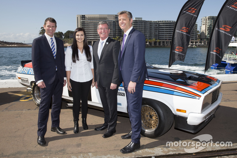 NSW Premier Mike Baird, V8 Supercars CEO James Warburton, dan Renee Gracie