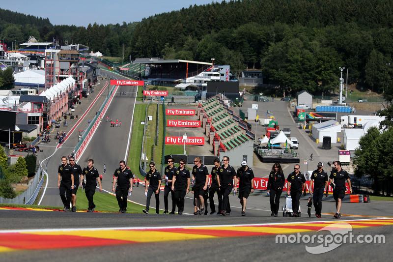 Lotus F1 Team, Streckenbegehung