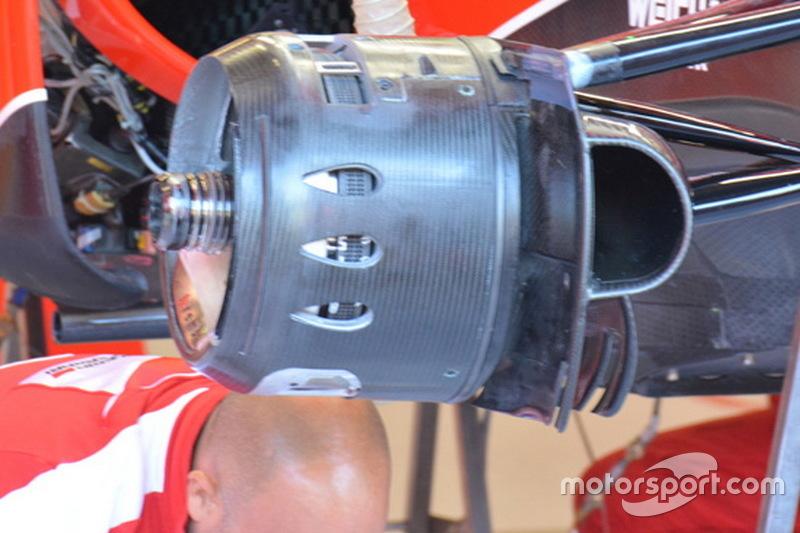 Ferrari, i cestelli dei freni con tre fori a goccia