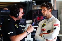 (L to R): Жюльєн Симон-Шотан, Lotus F1 Team гоночний інженер з Ромен Грожан, Lotus F1 Team