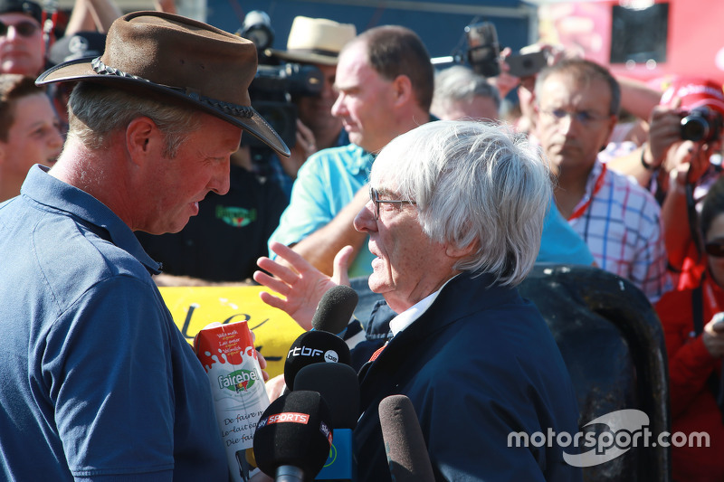 Bernie Ecclestone, meets Belgian farmers who protest with a cow in a campagin for a fair price for their milk.  - www.xpbimages.com, EMail: requests@xpbimages.com - copy of publication required for printed pictures. Every used picture is fee-liable. © Copyright: Photo4 / XPB Images
