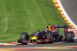Daniil Kvyat, Red Bull Racing RB11 sends sparks flying
