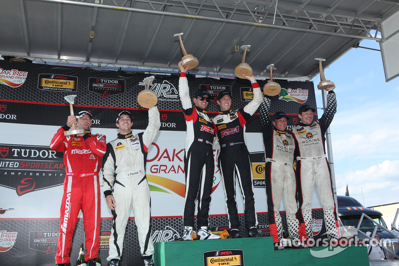 ST podium: Race winner #17 RS1 Porsche Cayman: Spencer Pumpelly, Luis Rodriguez Jr., tempat ke-2 #56