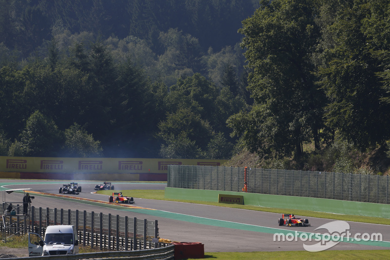 Alexander Rossi, Racing Engineering memimpin di depan Jordan King, Racing Engineering