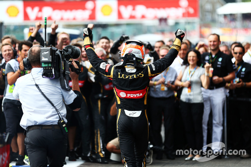 Romain Grosjean, Lotus F1 Team celebrates his third position with the team at parc ferme