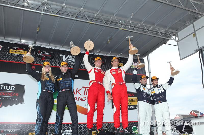 Para juara balapan #63 Scuderia Corsa Ferrari 458 Italia: Bill Sweedler, Townsend Bell, peringkat kedua #007 TRG-AMR Aston Martin V12 Vantage: Christina Nielsen, Kumo Wittmer, dan peringkat ketiga #23 Alex Job Racing Porsche 911 GT America: Ian James, Mario Farnbacher