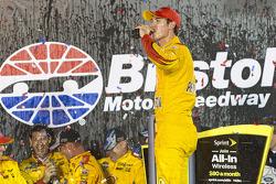 Il vincitore Joey Logano, Team Penske Ford