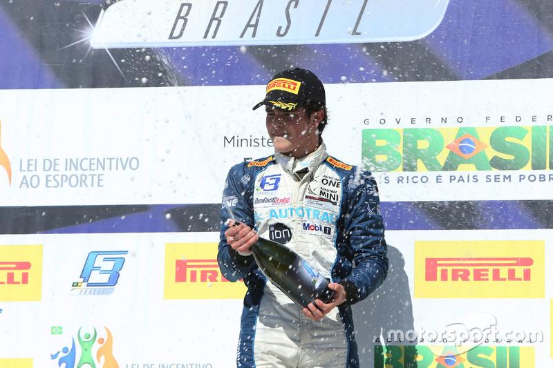 Pedro Piquet no pódio