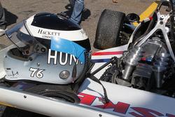 Freddie Hunt conduce el Hesketh de su padre