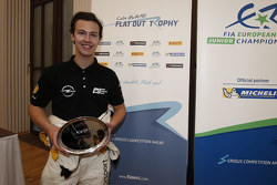 Emil Bergkvist riceve il Colin McRae ERC Flat Out Trophy