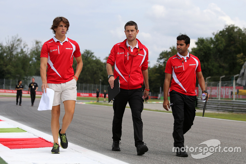 Roberto Merhi, Manor F1 Team walks the circuit