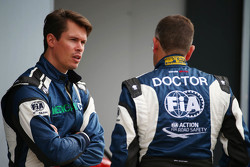 ألان فان دير ميروي، سائق السيارة الطبية مع إيان روبيرتس، طبيب الإتحاد الدولي للسيارات