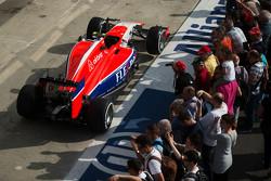 Manor Marussia F1 Team el auto en los pits