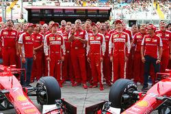 Marc Gene, Ferrari-Testfahrer; Kimi Räikkönen, Ferrari; Maurizio Arrivabene, Ferrari-Teamchef; Sebastian Vettel, Ferrari; Esteban Gutierrez, Ferrari-Testfahrer; Giancarlo Fisichella, Ferrari