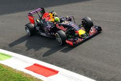Даніель Ріккіардо, Red Bull Racing RB11 з потік-візуалізуюча фарба on his шолом