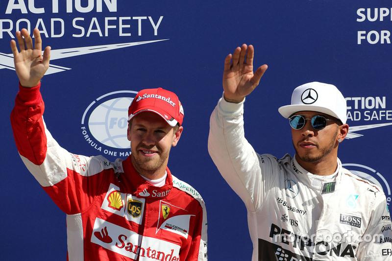 El ganador de la pole, Lewis Hamilton, Mercedes AMG F1 Team y tercer lugar, Sebastian Vettel, Ferrar