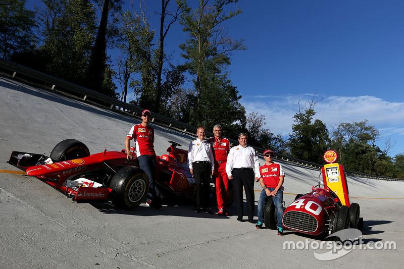 Kimi Räikkönen, Ferrari, und Teamkollege Sebastian Vettel