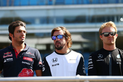 Carlos Sainz Jr., Scuderia Toro Rosso with Fernando Alonso, McLaren and Nico Rosberg, Mercedes AMG F