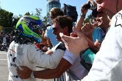 Фелипе Масса, Williams празднует третье место с командой в закрытом парке