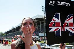 Грид-гёрл для Льюиса Хэмилтона, Mercedes AMG F1