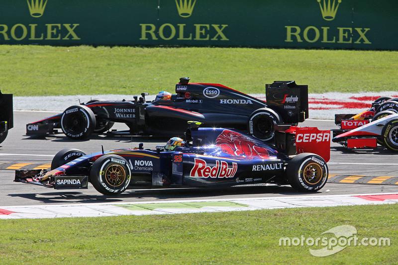 Carlos Sainz Jr., Scuderia Toro Rosso STR10 kommt beim Start vom Kurs ab