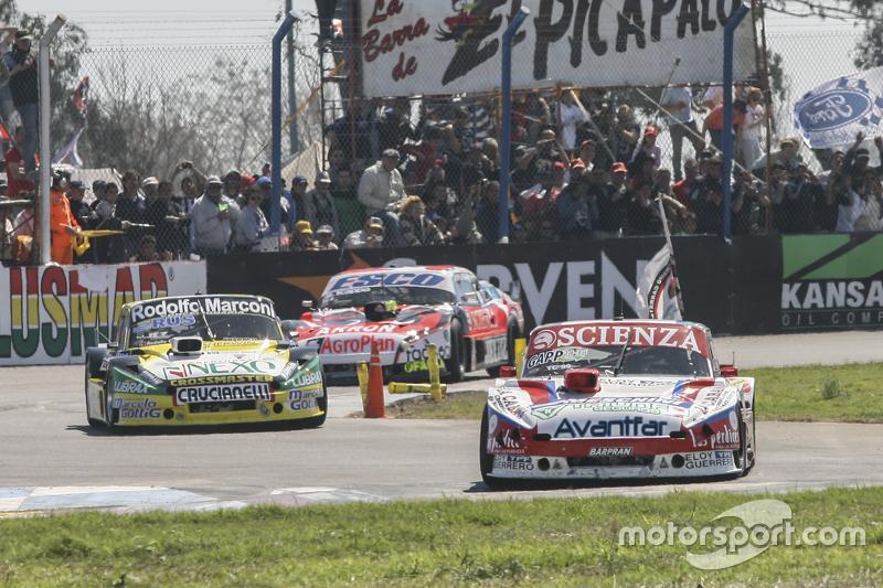Матіас Халаф, Catalan Magni Motorsport Ford та Омар Мартінез, Martinez Competicion Ford та Гільєрмо Ортеллі, JP Racing Chevrolet