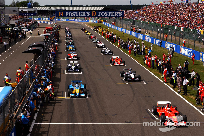 Starting grid: para pembalap bersiap untuk lap kecepatan
