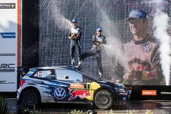 Победитель и чемпион 2015 года в чемпионате WRC Себастьен Ожье и Жюльен Инграссиа, Volkswagen Polo WRC, Volkswagen Motorsport