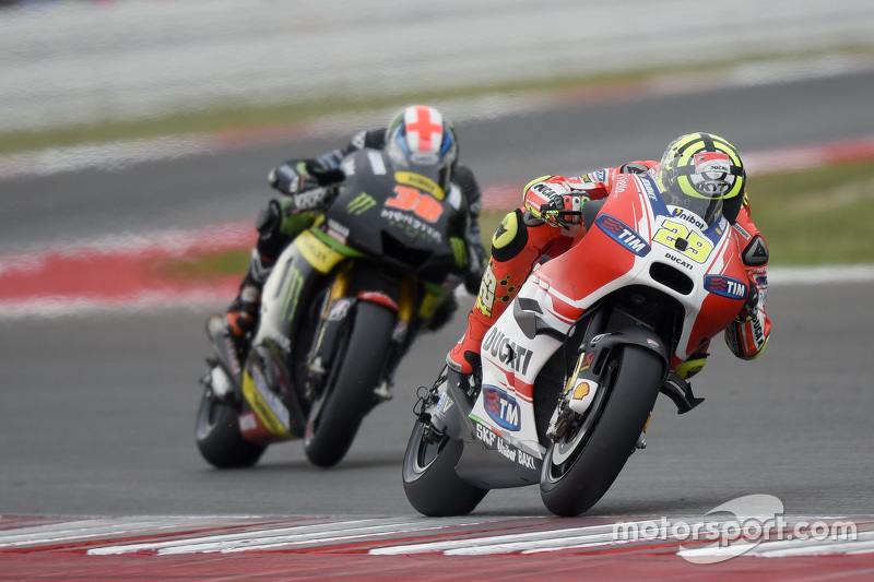 Andrea Iannone, Ducati Team, und Bradley Smith, Tech 3 Yamaha