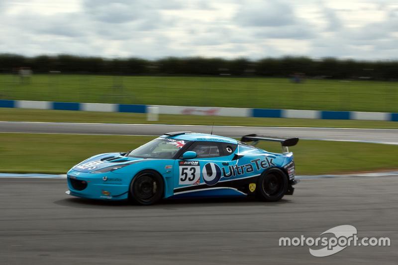 #53 Stratten Motorsport Ultratech Lotus Evora GT4: Richard Taffinder, Мартін Плоумен