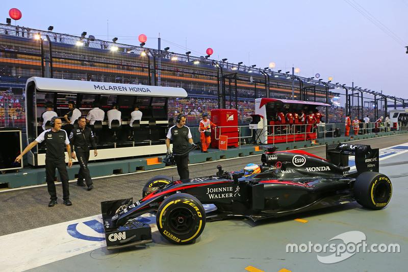 Fernando Alonso, McLaren MP4-30, in der Box
