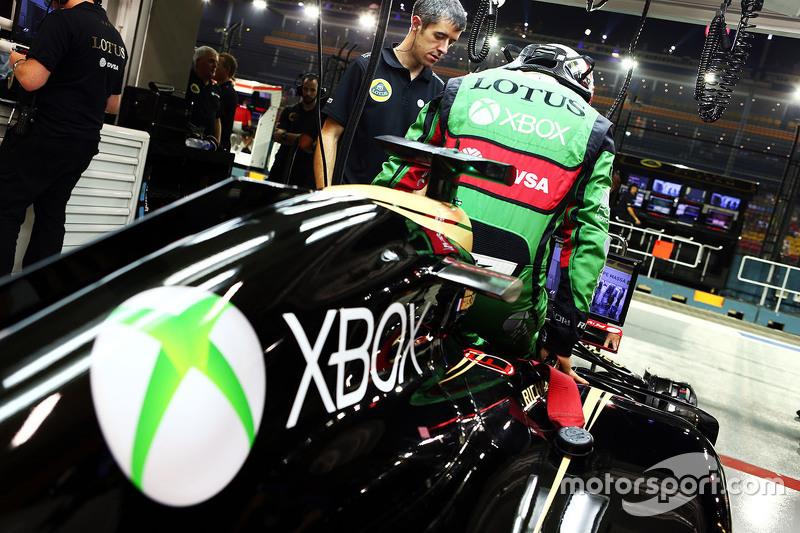 Romain Grosjean, Lotus F1 E23 in Xbox overalls