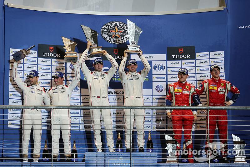 GTE Pro, Klassenpodium: 1. Richard Lietz, Michael Christensen, Porsche Team; 2. Frédéric Makowiecki, Patrick Pilet, Porsche Team; 3. Davide Rigon, James Calado, AF Corse