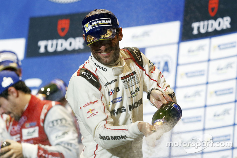 Mark Webber, Porsche Team, feiert auf dem Podium