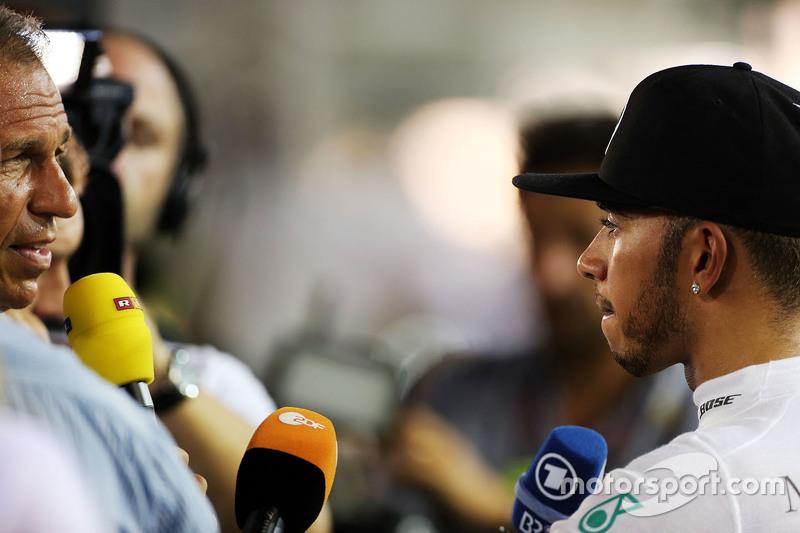 Lewis Hamilton, Mercedes AMG F1, nach seinem Ausfall mit der Presse