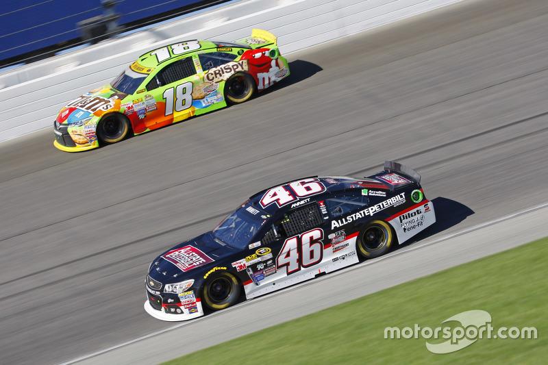 Michael Annett, HScott Motorsports Chevrolet; Kyle Busch, Joe Gibbs Racing Toyota