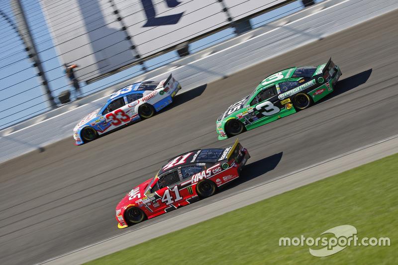 Kurt Busch, Stewart-Haas Racing Chevrolet; Austin Dillon, Richard Childress Racing Chevrolet; Brian