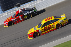 Joey Logano, Team Penske Ford; Jamie McMurray, Chip Ganassi Racing Chevrolet