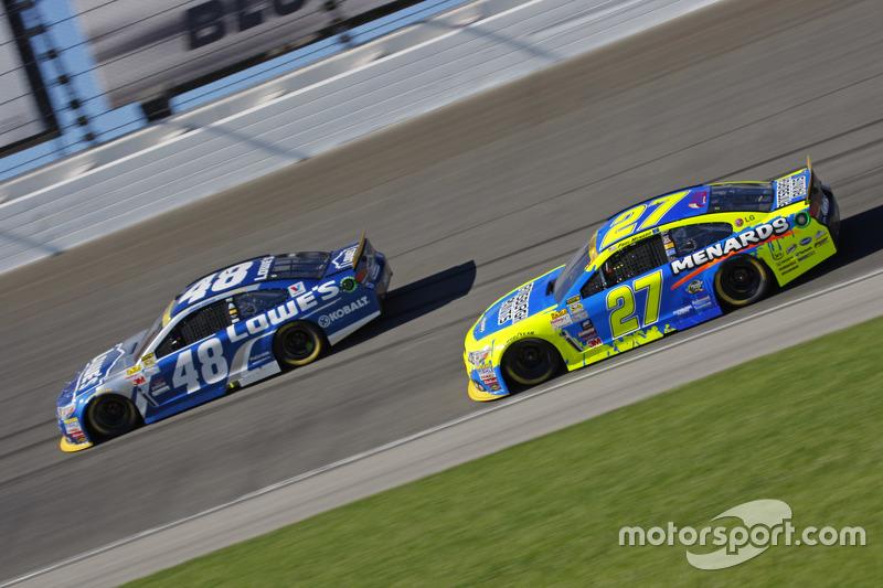 Пол Менард, Річард Чілдресс Racing Chevrolet та Джіммі Джонсон, Hendrick Motorsports Chevrolet