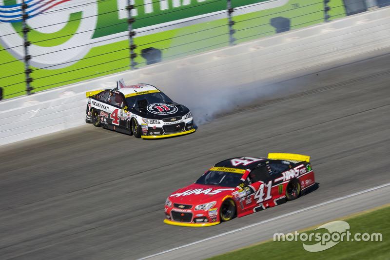 Kurt Busch, Stewart-Haas Racing Chevrolet et Kevin Harvick, Stewart-Haas Racing Chevrolet