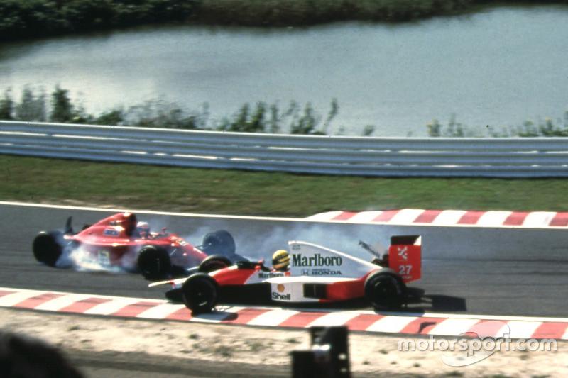 Alain Prost, Ferrari en Ayrton Senna, McLaren crashen in de eerste bocht