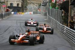 Adrian Sutil, Spyker F1 Team, F8-VII leads Christijan Albers, Spyker F1 Team, F8-VII