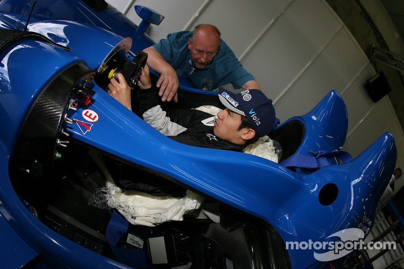 seat fitting for haruki kurosawa at 24 hours of le mans. Black Bedroom Furniture Sets. Home Design Ideas